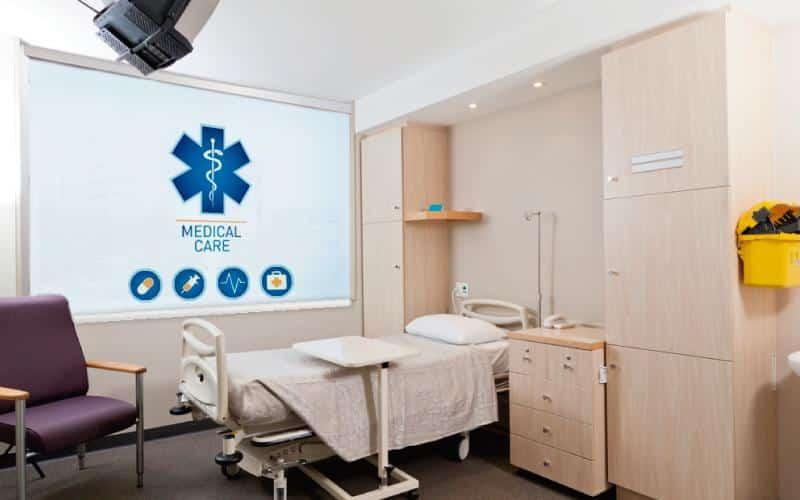Persianas impresas Pentagrama en habitacion de clinica
