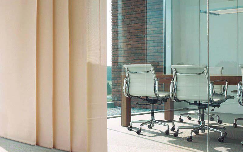 Panel Japonés usado en una sala de juntas moderna