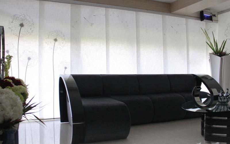 Panel Japonés impreso con texturas decorando una sala moderna
