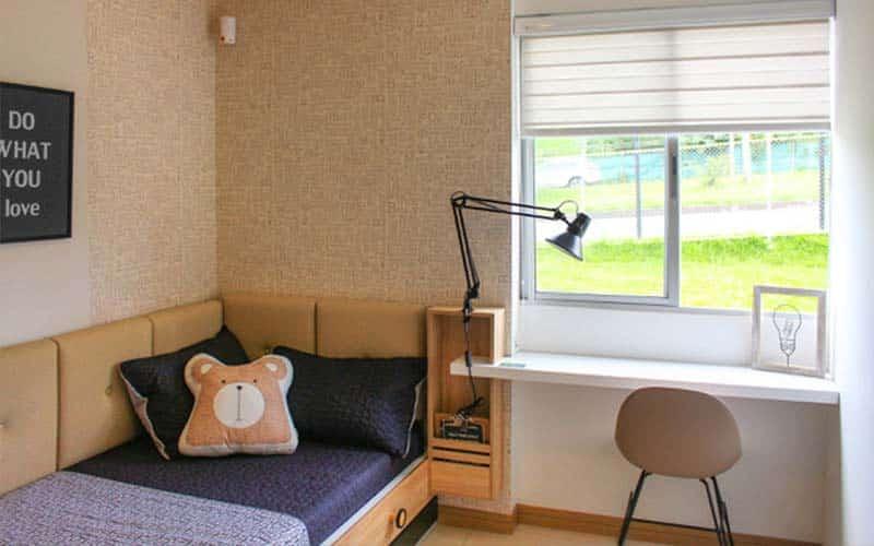 Habitación juvenil decorada con cortinas y persianas Sheer elegance