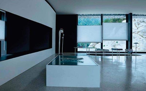 Persianas y cortinas Honeycell Pentagrama en el ventianal de una sala moderna