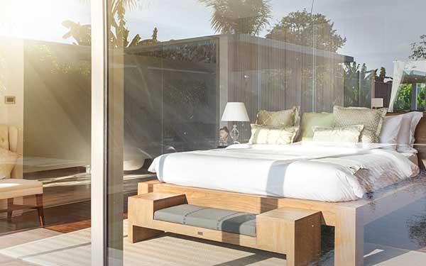 Películas solares protegiendo el interior de una habitación