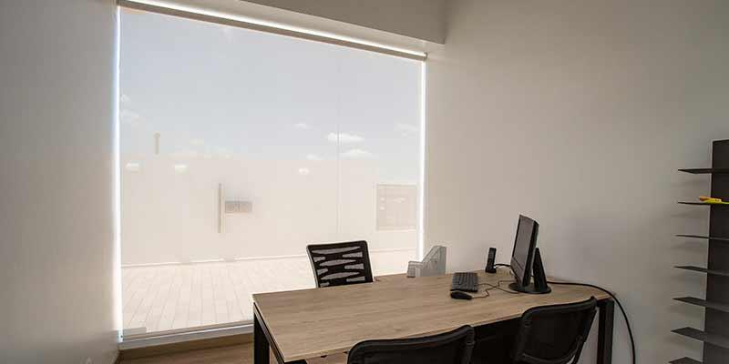 Persianas para oficinas pentagrama en un espacio reducido